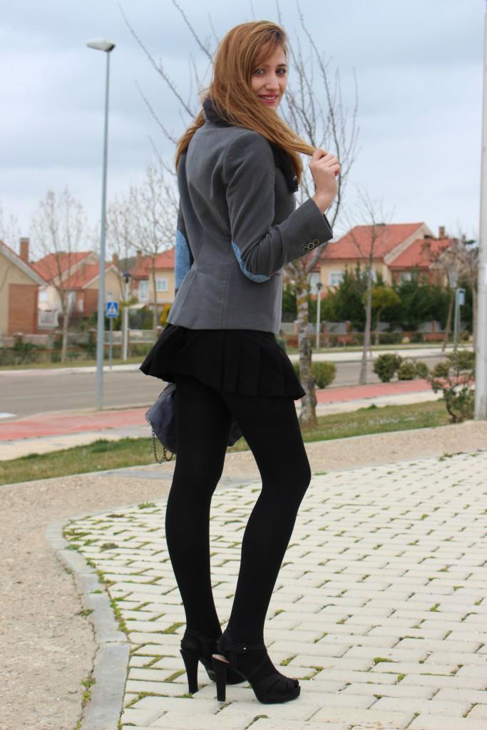 Sandalias negras con medias 9