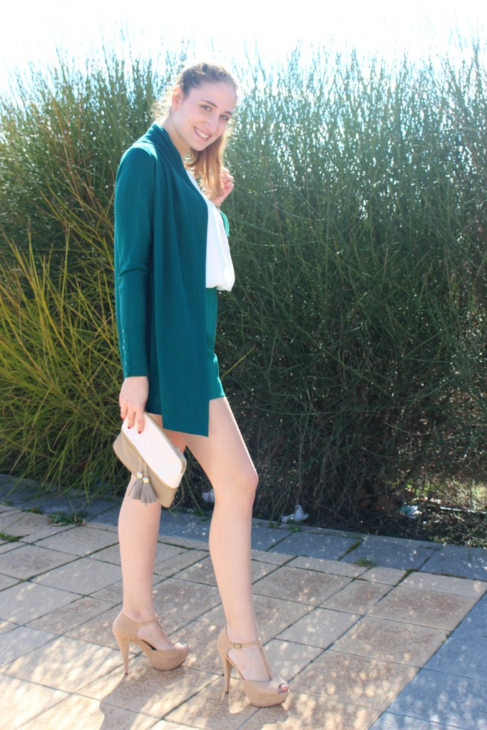 verde esmeralda y beige 6