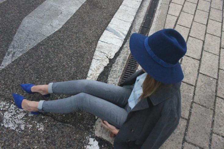 Gris y azul - Look 5
