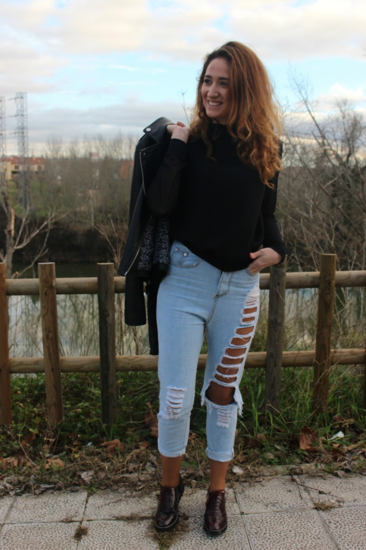 Ripped Mom Jeans - 4
