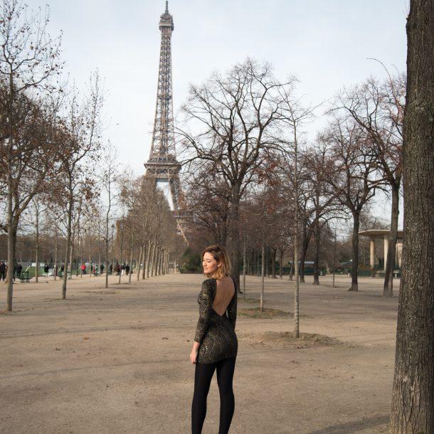 Negro y dorado – Dos looks en París